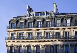 À Paris, les quartiers populaires ont flambé