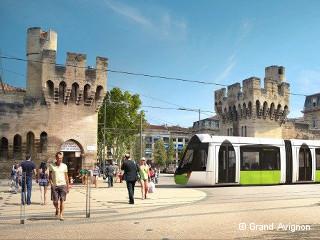 Avignon se met à l'heure du tramway