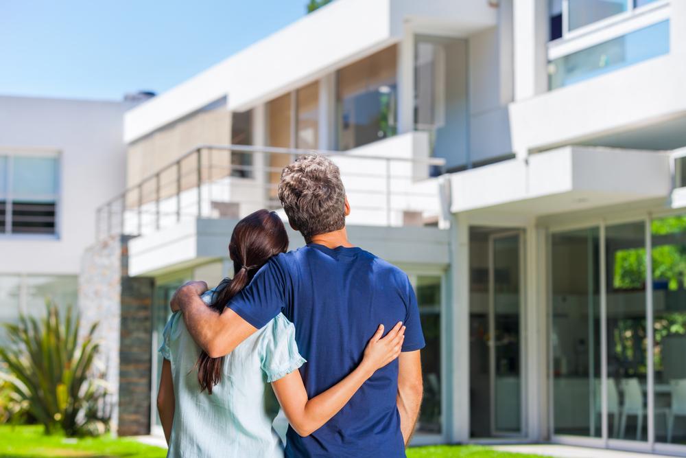 Immobilier : doit-on vendre avant d'acheter son logement ?