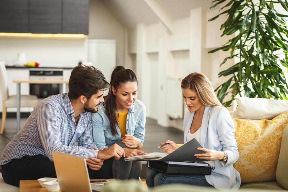 Louer son bien : direct propriétaire ou agence immobilière ?
